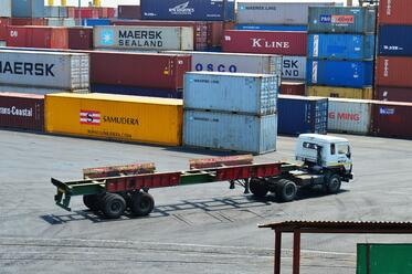 Stacking_Intermodal_container_in_Port_of_Chittagong_(14).jpg